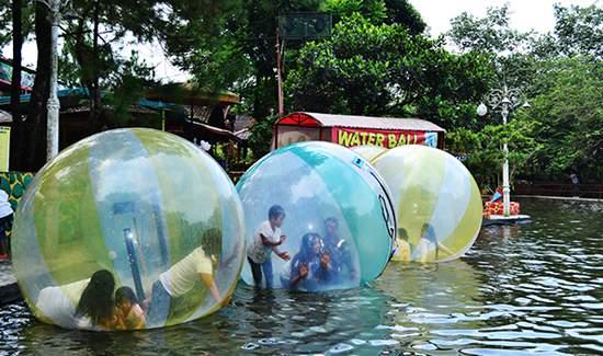 wahana-waterball-taman-matahari